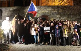 Připomínka 17. listopadu u Památníku obětem totalitních režimů